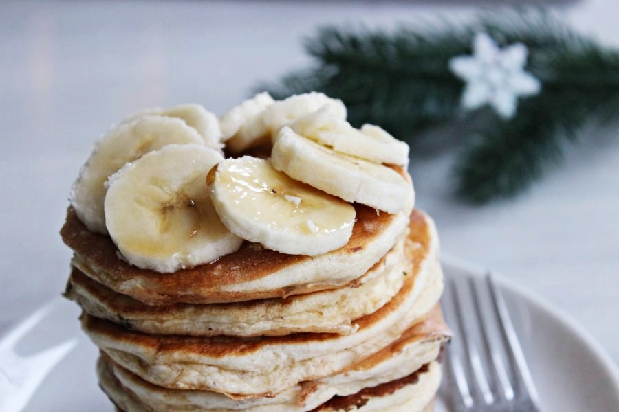 Recipe for fluffy oatmeal-buttermilk pancakes.